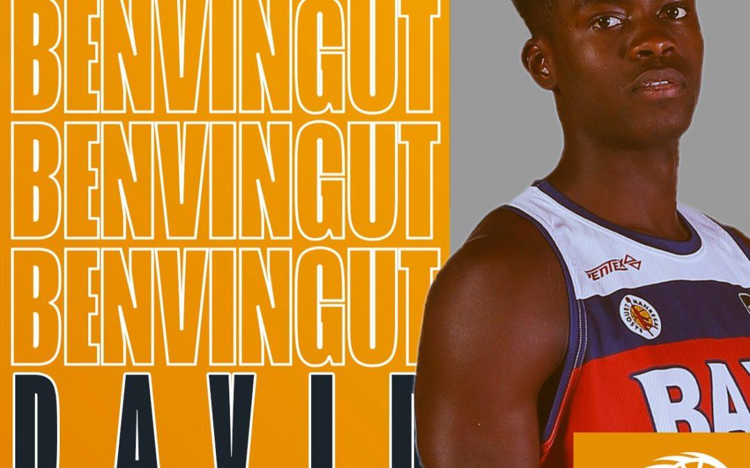 David Efambe, múscul i talent groc i negre